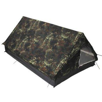 Könnyű tereptarka hagyományos kétszemélyes sátor.